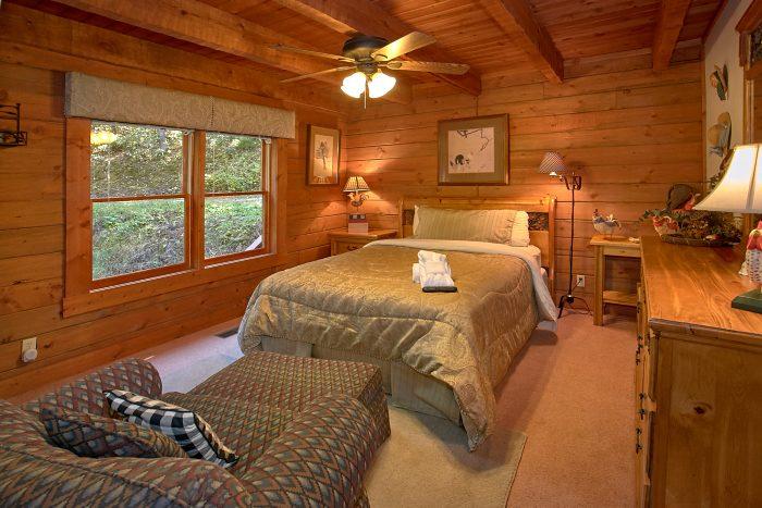 4 Bedroom Cabin with Private Queen bedroom - Ponderosa