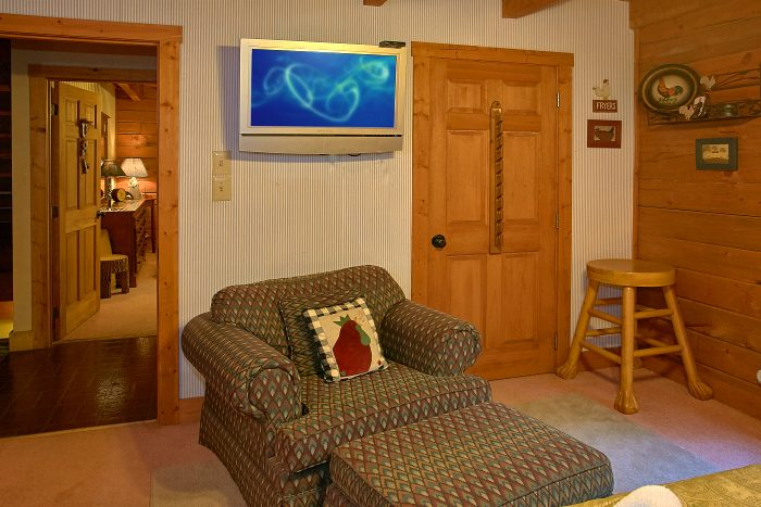 Secluded Cabin with Large Queen bedroom - Ponderosa
