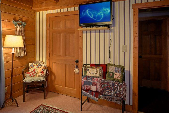 Cabin with 2 King Bedrooms and 2 Queen Bedrooms - Ponderosa