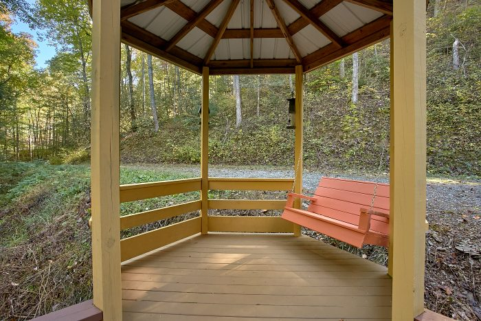 Secluded 4 Bedroom Cabin with Gazebo and Swing - Ponderosa