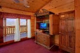 Spacious 6 Bedroom Cabin with Tvs in all Rooms