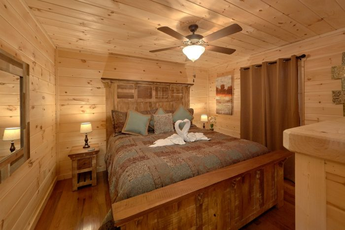 2 Bedroom Cabin Main Floor Master Suite - Pool N Around