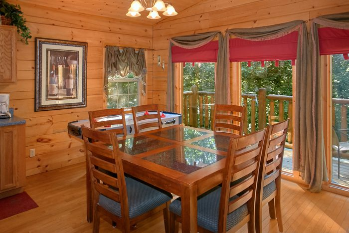 2 Bedroom Cabin with Dining Table for 6 and View - Pool N Around