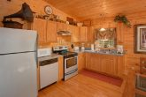 Cabin with full Kitchen and Indoor Pool