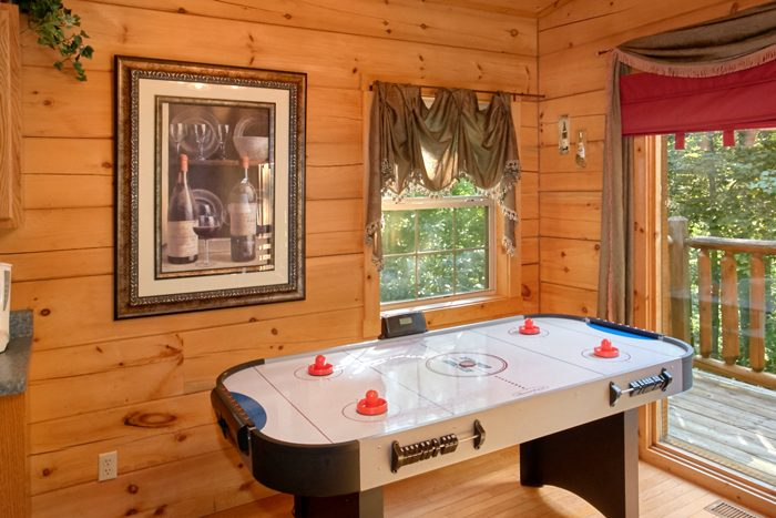 2 Bedroom Cabin with Air Hockey Game and Pool - Pool N Around
