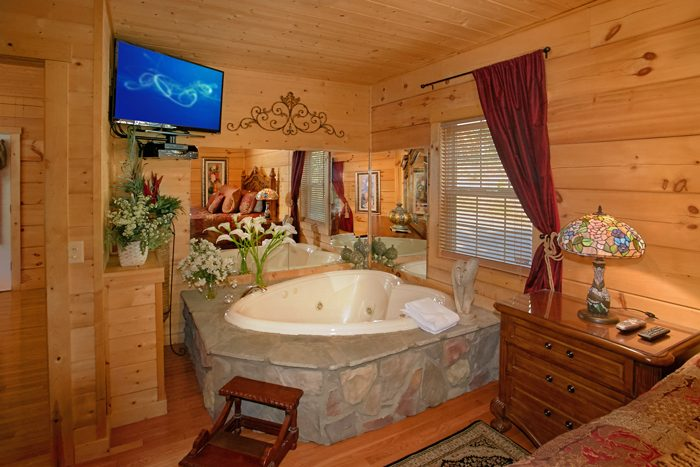 Cabin with King Bedroom, Private Jacuzzi & Pool - Pool N Around
