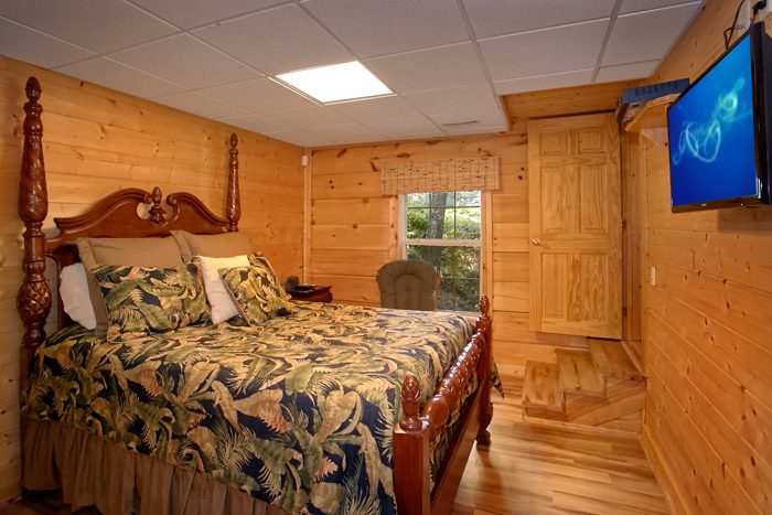 2 bedroom Cabin with 2 Private Bedrooms - Pool N Around
