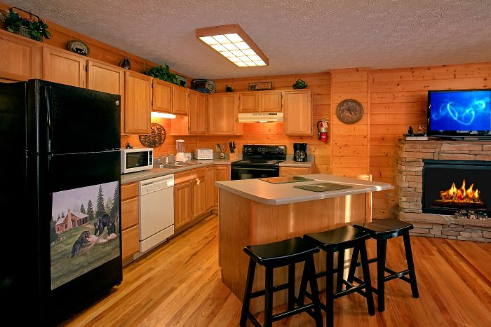 Beautiful Large Open Kitchen 6 Bedroom Cabin - Poolside Lodge