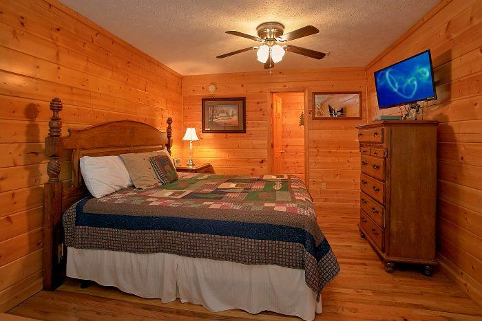 6 Bedroom Cabin Sleeps 16 Main Floor Master - Poolside Lodge 2