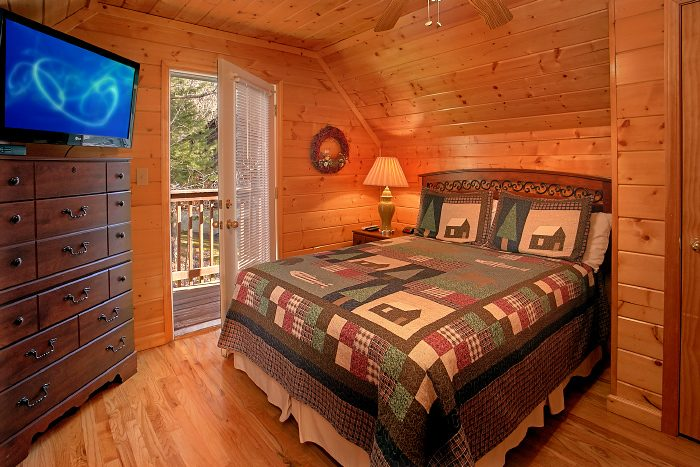 Spacious 6 Bedroom Cabin in Hidden Springs - Poolside Lodge