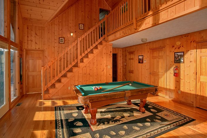 Pool Table Game Room 6 Bedroom Cabin Sleeps 16 - Poolside Lodge