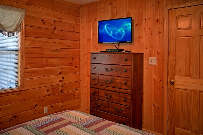 6 Bedroom Cabin Sleeps 16 in Pigeon Forge - Poolside Lodge