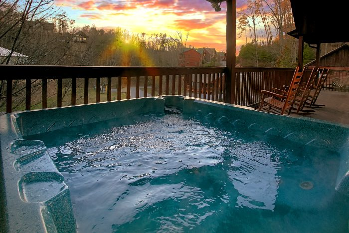 6 Bedroom Cabin Sleeps 16 with Hot Tub - Poolside Lodge