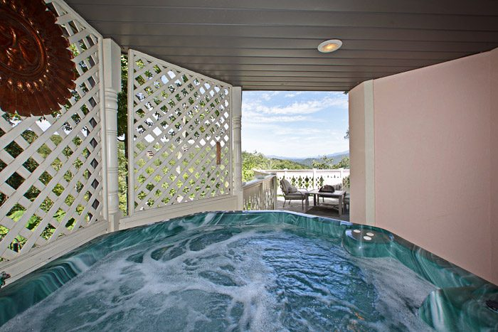 Cabin with Hot Tub - Queen Margaret