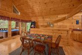 2 Bedroom Cabin with Dining Table for 6