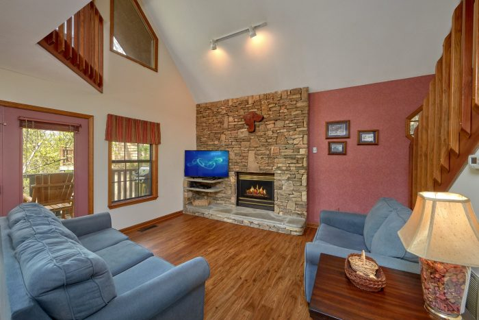 Rustic 2 Bedroom Cabin with Gas Fireplace - Rays Inn