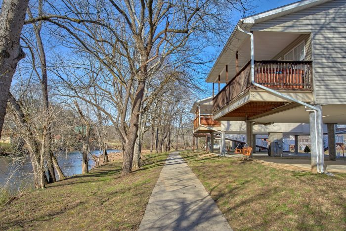 Pigeon Forge 2 Bedroom Cabin Sleeps 6 - Rippling Waters
