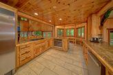 6 Bedroom Cabin Sleeps 20 with Dining Room