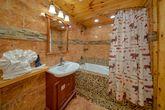 6 Bedroom Cabin Sleeps 20 Main Floor Master