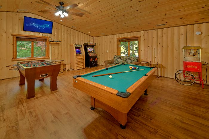 6 Bedroom with Arcade Game and Foo's Ball - River Adventure Lodge