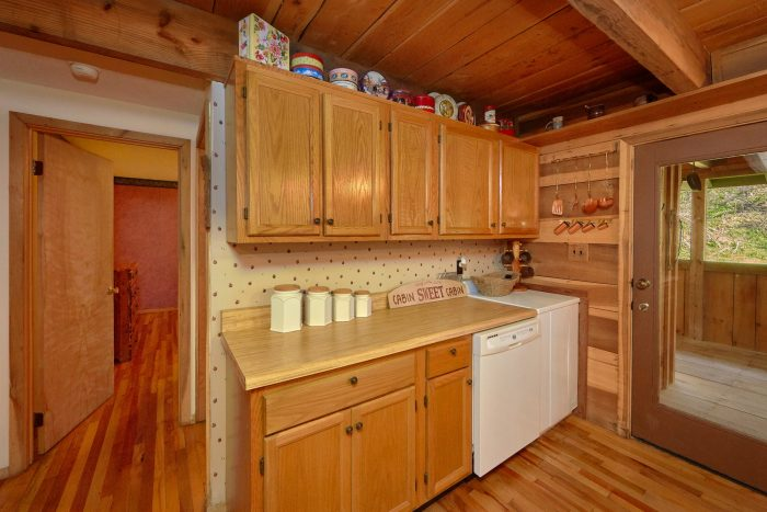 Affordable 2 Bedroom Cabin with Full Kitchen - River House