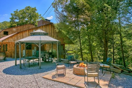 Mountain Breeze: 6 Bedroom Sevierville Cabin Rental