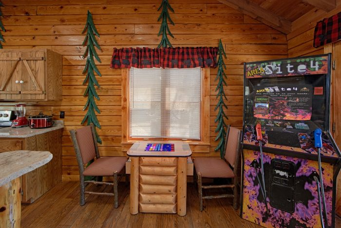 2 Bedroom Cabin with Arcade Games - River Pleasures