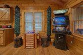2 Bedroom Cabin Sleeps 6 with Jacuzzi Tub