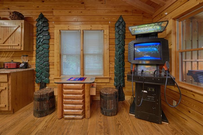 2 Bedroom Cabin Sleeps 6 with Jacuzzi Tub - River Retreat