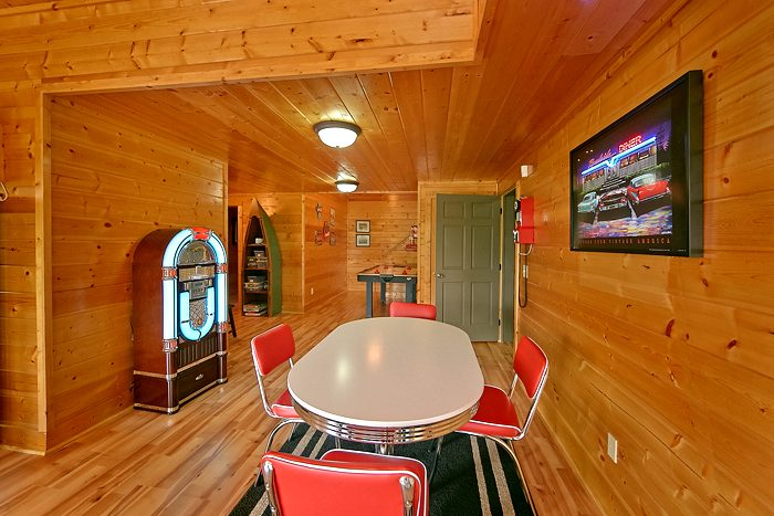 Premium Cabin with a Luxurious Game Area - Rocky Top Lodge