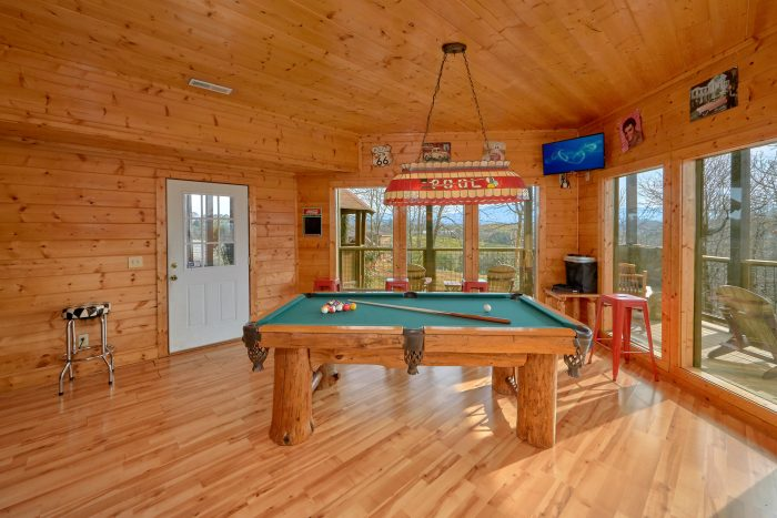 Premium Cabin with a Hot Tub in a Gazebo - Rocky Top Lodge