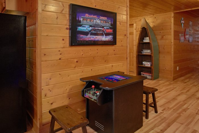 Beautiful 6 Bedroom Cabin in the Smoky Mountains - Rocky Top Lodge