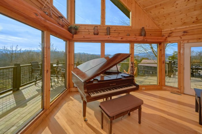 6 Bedroom Cabin with a Baby Grand Piano - Rocky Top Lodge