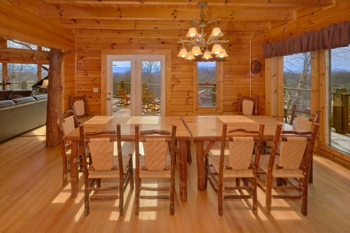 6 Bedroom Cabin with a Custom Made Dining Table - Rocky Top Lodge
