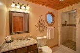 Honeymoon Cabin with Private Bath & washer/Dryer