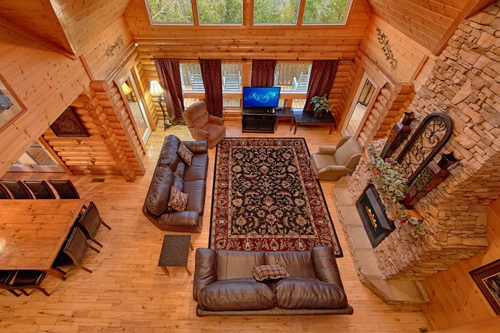 6 Bedroom Cabin Sleeps 20 with Spacious Room - Royal Vista