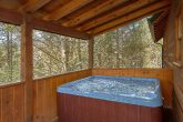Spacious 3 Bedroom Cabin Sleeps 8 with Hot Tub
