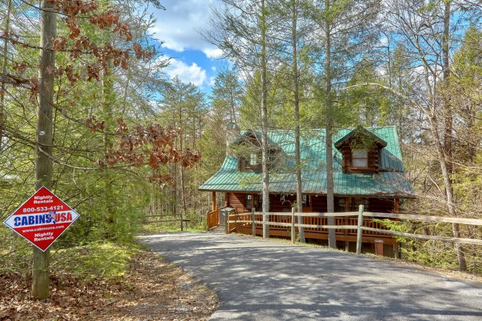 Wooded 3 Bedroom Cabin near Pigeon Forge - Sassy Lady