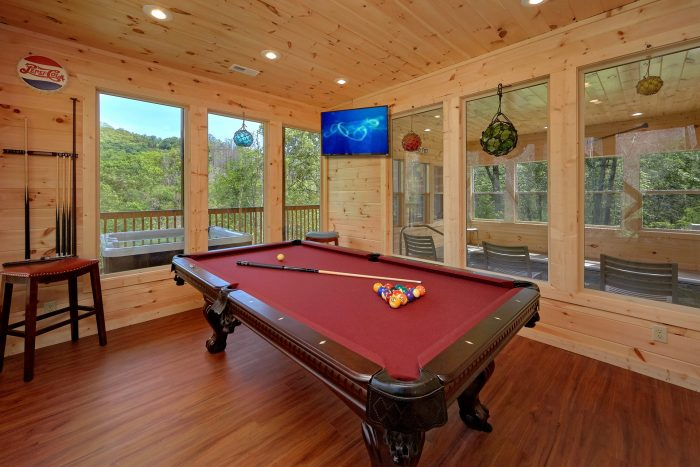 Game Room with Pool Table and Arcade Game - Scenic Mountain Pool