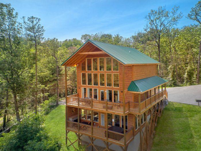 Beautiful 2 Bedroom Indoor Pool Cabin Sleeps 6 - Scenic Mountain Pool