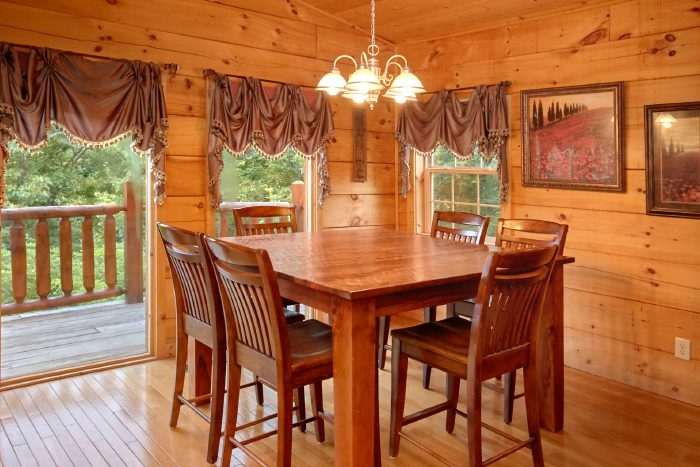 2 Bedroom Cabin with Dining Area for 6 - Scenic Mountain Pool