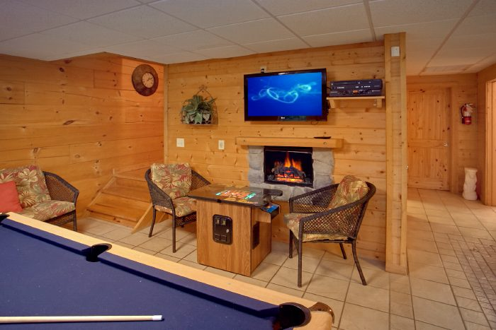 Luxury Cabin with Game Room and Fireplace - Scenic Mountain Pool