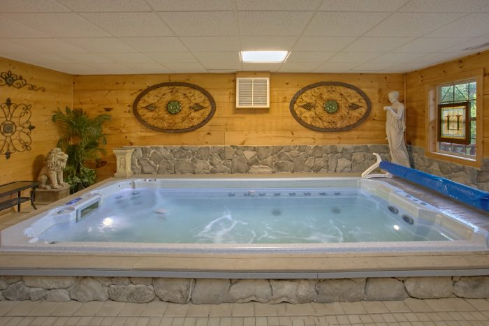Luxury 2 Bedroom Cabin with Swimming Pool - Scenic Mountain Pool
