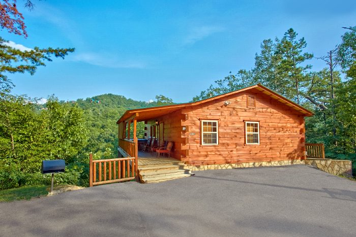 2 Bedroom Cabin with Scenic Views - Scenic Mountain Pool