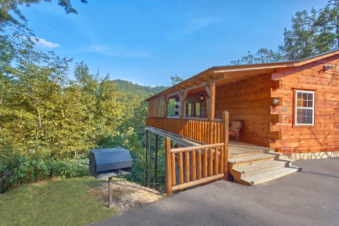 2 bedroom smoky mountain luxury cabins near dollywood for Gatlinburg dollywood cabins