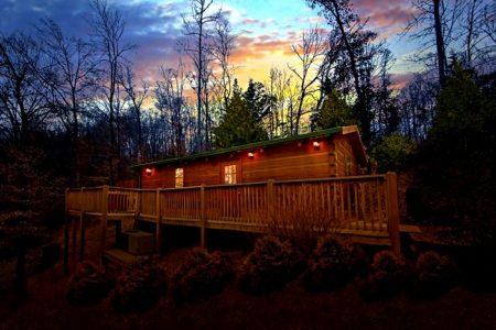 Hilltop Hideaway- Kimbles: 1 Bedroom Sevierville Cabin Rental