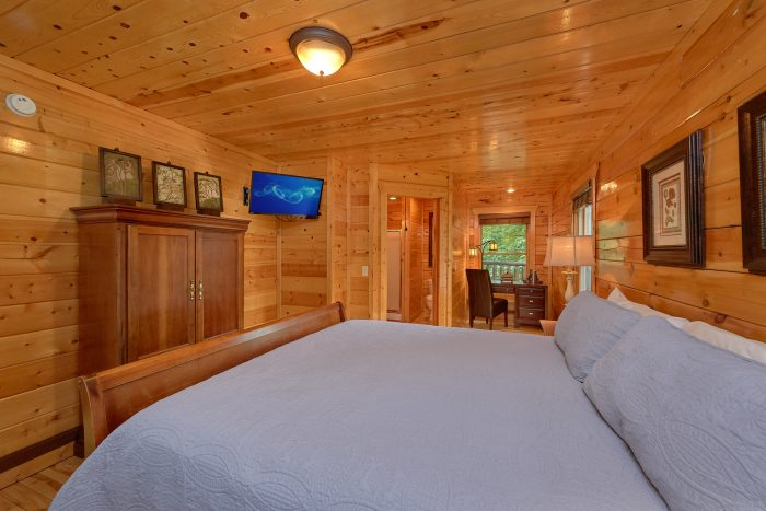 3 Bedroom Cabin with a King bed on main-level - Settlers Ridge Cabin