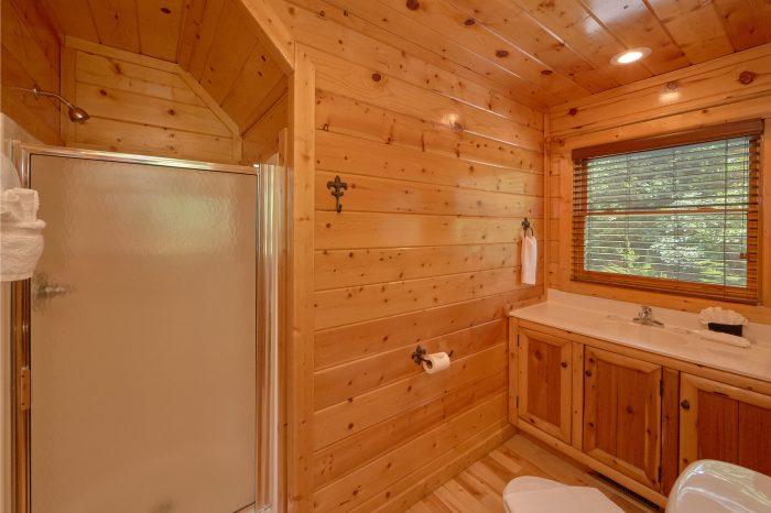3 Bedroom Cabin with 3 Full Bathrooms - Settlers Ridge Cabin