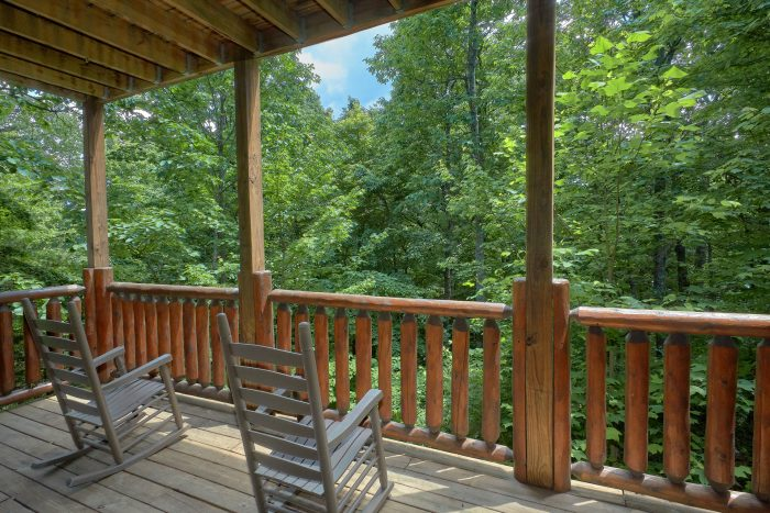 3 Bedroom Cabin with Rocking Chairs on the Deck - Settlers Ridge Cabin