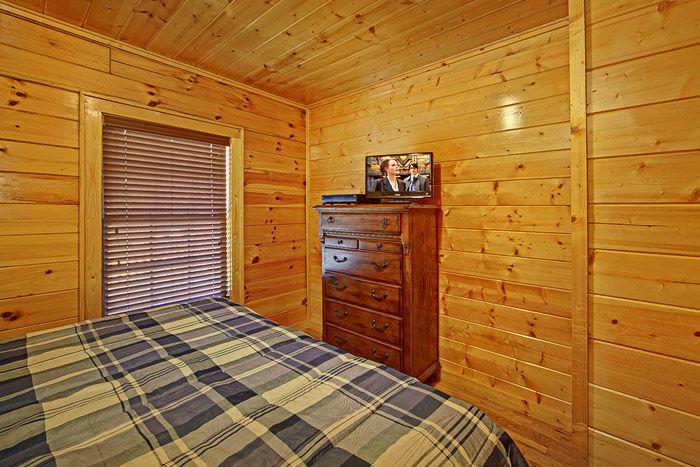 Bedroom with Dresser - Shakonohey